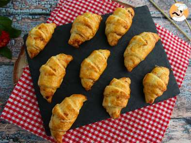 Recipe Flaky croissants with ham and cheese