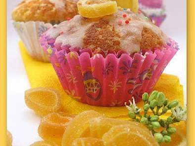 Recipe Glazed lemon cupcakes...just like spring is here!