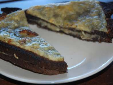 Recipe Rm2- day 21- broiled cheesy garlic pumpernickel bread