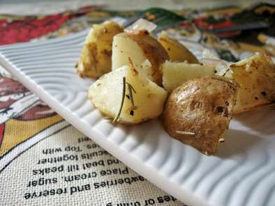 Recipe Rosemary potato salad of roasted potatoes and caramelized onions
