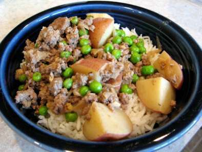 Recipe Safaid keema, maybe?: ground meat with potatoes in scented (off) white sauce