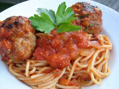 Recipe Turkey meatballs with quick and spicy tomato sauce