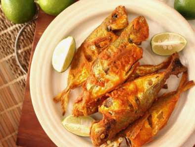 Recipe Crispy fried fish with sambal and a green mango salad