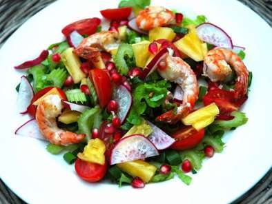 Recipe Fresh salad with prawns, pineapple and pomegranate!