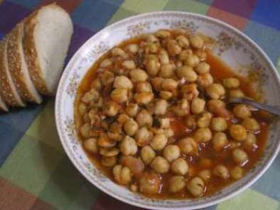 Recipe Revithia giahni sti gastra (greek chickpea stew)