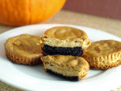 Easy mini pumpkin cheesecakes - happy halloween!