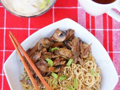 Recipe Mie ayam jamur pangsit // noodle with sweet chicken and mushroom stir fry and won ton soup