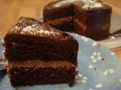 Recipe Chocolate cake with chocolate mousse