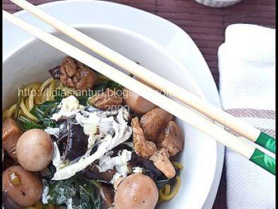 Recipe Mie kangkung (water spinach, chicken and mushroom topped noodle)