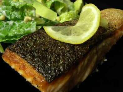 Recipe Crisp salmon with citrus avocado salad