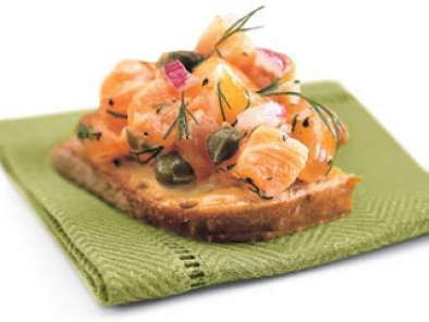 Recipe Dilled salmon tartare on whole grain bread