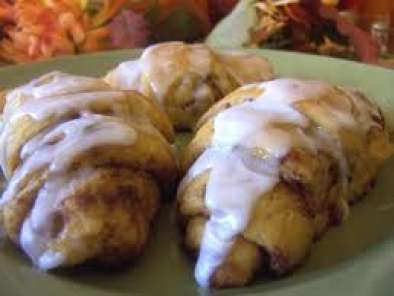 Recipe Fast apple turnovers with refrigerated crescent rolls
