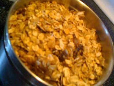 Recipe Mom's granola- courtesy of alicia silverstone's mom