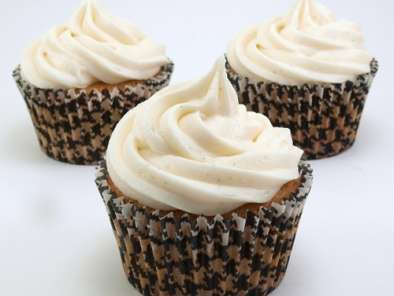 Recipe Chocolate cream filled vanilla bean cupcakes with vanilla bean frosting