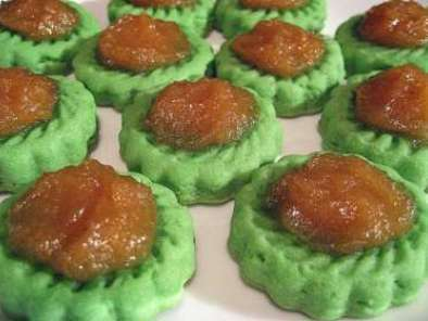 Recipe Eggless pandan shortbread cookies with pineapple jam