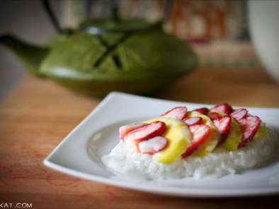 Recipe Coconut sticky rice with mango & strawberries