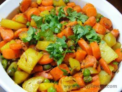Recipe Dry curry of potatoes, carrots and peas