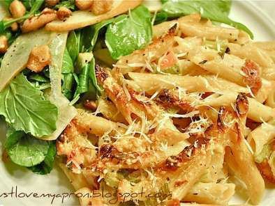 Recipe Arugula and pear salad with toasted walnuts
