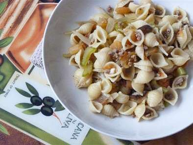 Recipe Beef and celery pasta with tomatoes