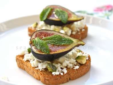 Recipe Fresh figs with feta cheese, pistachio, and honey