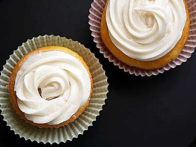 Recipe Low-fat vanilla cupcakes and cream cheese icing