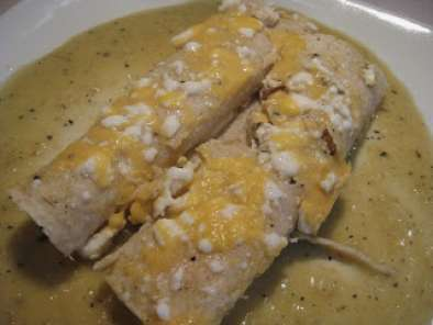 Recipe Roasted tomatillo green chili chicken enchiladas