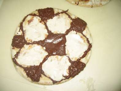 Recipe No bake chocolate-cream cheese soccer pizza