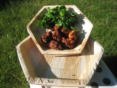 Recipe Foodie blogroll, palm leaf plates and bread pakora