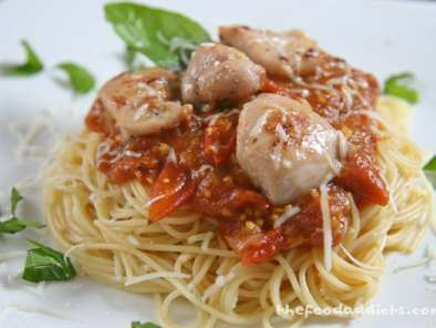 Recipe Pasta with black cherry tomato sauce