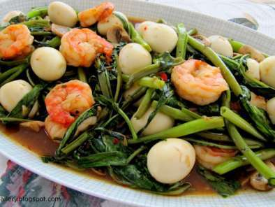 Recipe Water spinach with prawns and quail eggs