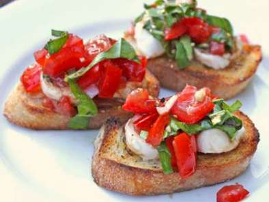 Recipe Fresh mozzarella and tomato crostini
