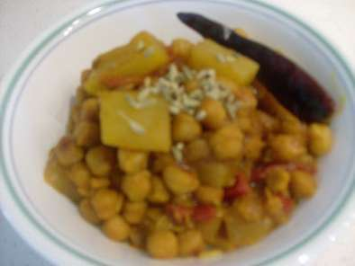Recipe Fennel flavored chickpeas and bottle gourd curry-(gujarati dudhi-chana nu shaak)