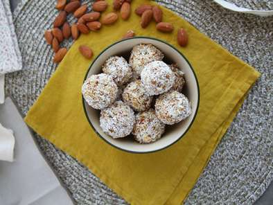 Apricot, tea and almonds energy balls, photo 3