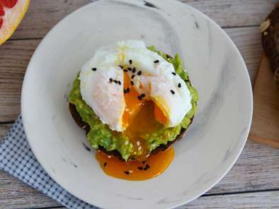 Avocado toast with poached egg, photo 3