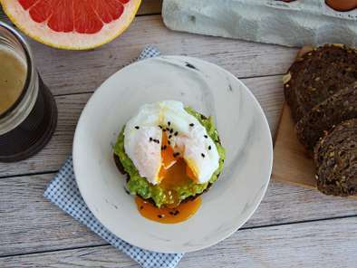 Avocado toast with poached egg, photo 4