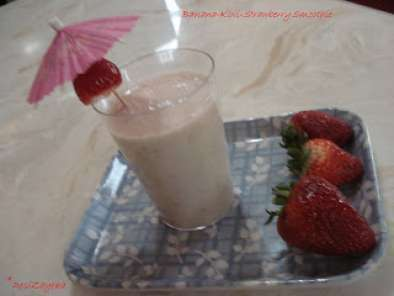 Banana-Kiwi-Strawberry Smoothie