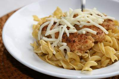 Buttered Egg Noodles W Parmesan Chicken Recipe Petitchef