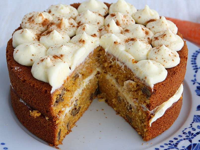 what nuts are in carrot cake