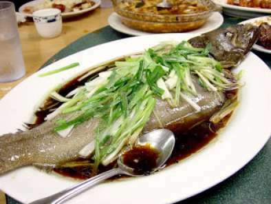Chinese steamed fish hongkong style recipe petitchef for How to steam fish