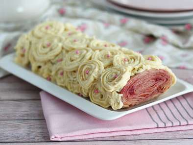 Crepe yule log with raspberry and white chocolate, photo 2