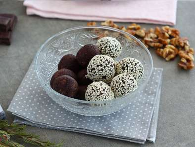 Dates and chocolate energy balls with sesame seeds, photo 4