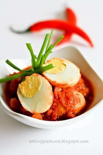 Eggs In Tangy Spicy Sauce Telur Balado Recipe Petitchef