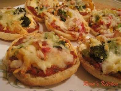 English Muffin Mini Pizzas Recipe Petitchef
