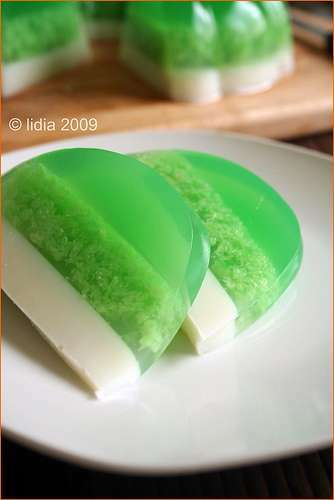 Fermented glutinous rice pudding (puding tape ketan ijo ...