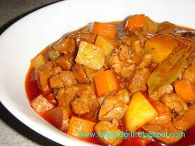 Filipino Menudo Recipe (Pork & Liver Stewed with Potato and Carrot)