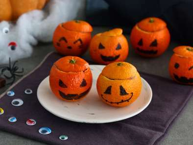 Halloween mandarins with chocolate mousse