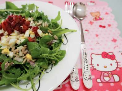 Healthy Rocket Salad with Bacon and Eggs