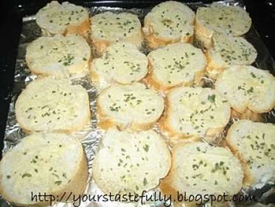 Home made garlic bread (never been so easy), Photo 2