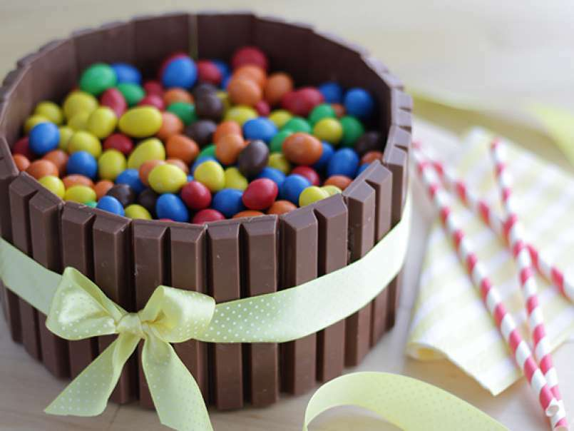 Fabulous Kitkat Cake Video Recipe Recipe Petitchef Birthday Cards Printable Opercafe Filternl
