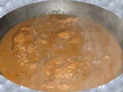 Kozhi Varutharachathu: A Spicy chicken curry